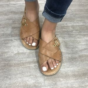 BORN brown tan leather sandals size 9
